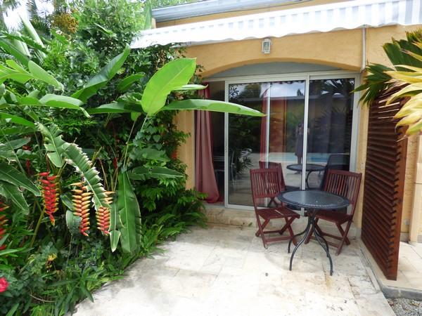 Location de studio avec piscine et spa à Saint-Gilles les Hauts